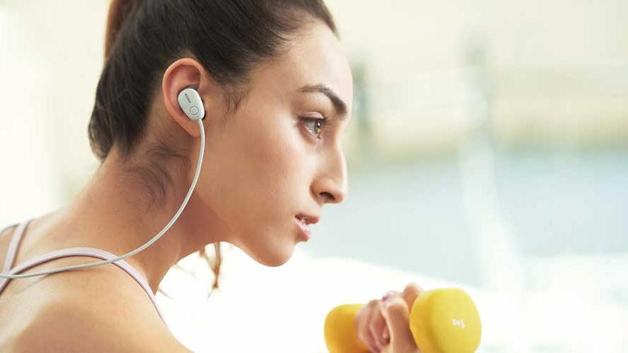 ฟังเพลงพร้อมออกกำลังกาย ไม่อันตรายอย่างที่คิด